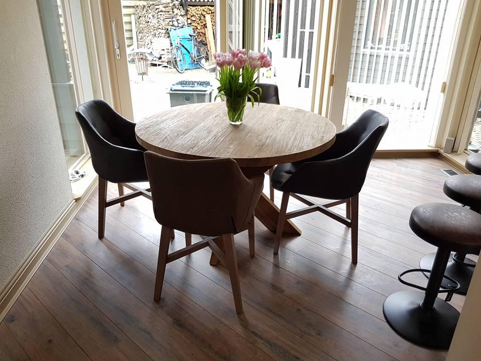 Ronde tafel teak + neba stoel met armleuning