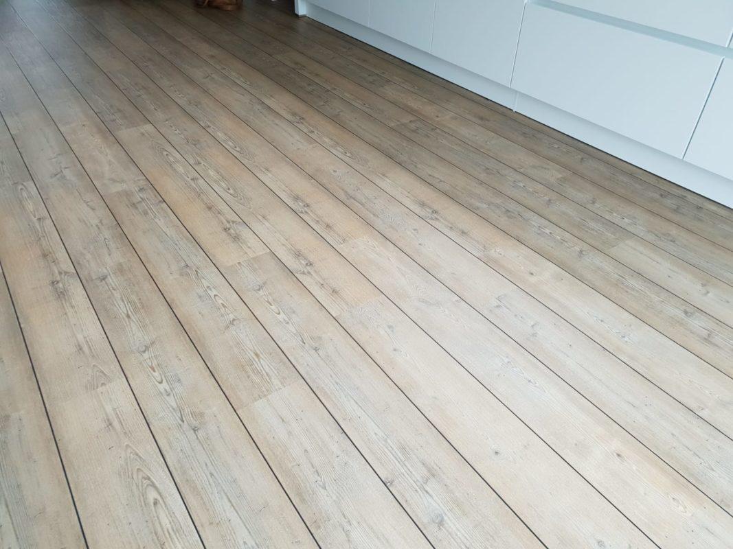 PVC vloer (Superior light pine)Met zwarte voegstrips